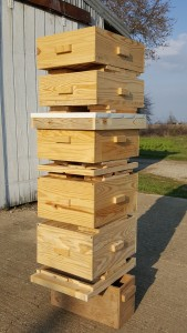 Expanded View of a Deluxe Starter Hive 10-frame deluxe $190.00 8-frame deluxe $172.00